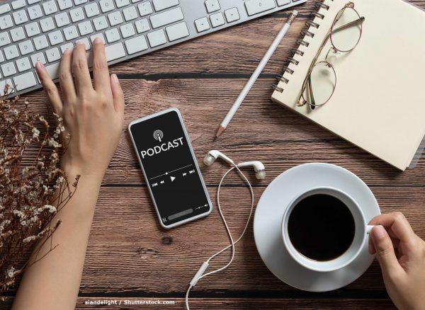 Podcast-COMCREDITO---shutterstock_1735043249Por asiandelight